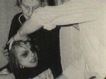 http://siemprejamas.tripod.com/exorcismo4.jpg